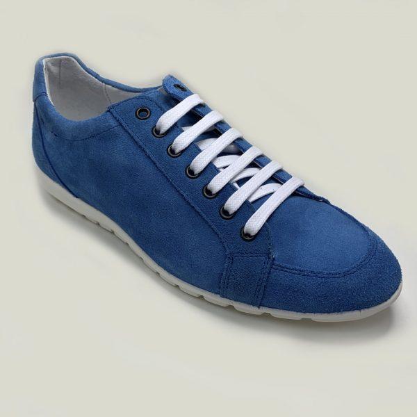sneaker azul cordones