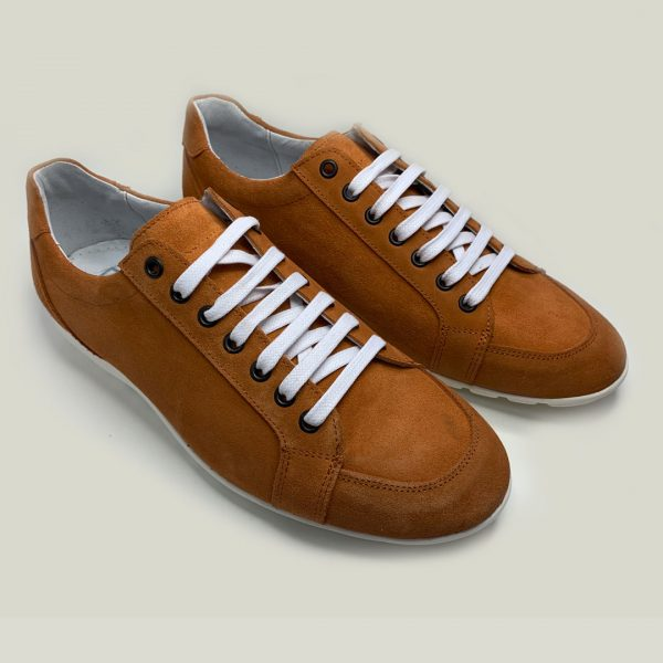 sneakers naranjas con cordones
